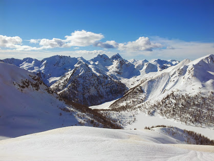 Dolomiti, la Befana con le ciaspole